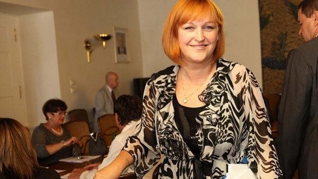 Ministr Drábek má pozastavit vydávání sKaret, usnesl se na návrh poslankyně Lenky Kohoutové  výbor pro sociální politiku