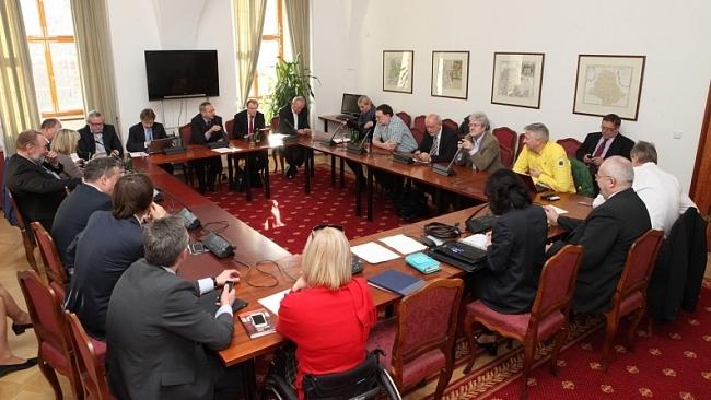 Obce budou moci rozhodnout o sběrnách kovů na svém území. Návrh předkládají senátoři ODS