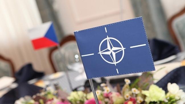 15 let od rozšíření NATO – budíček, vstávat, do práce!