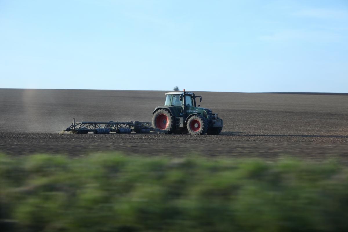 """Další podpora """"zelené nafty"""" zvýhodní velké zemědělské firmy"""