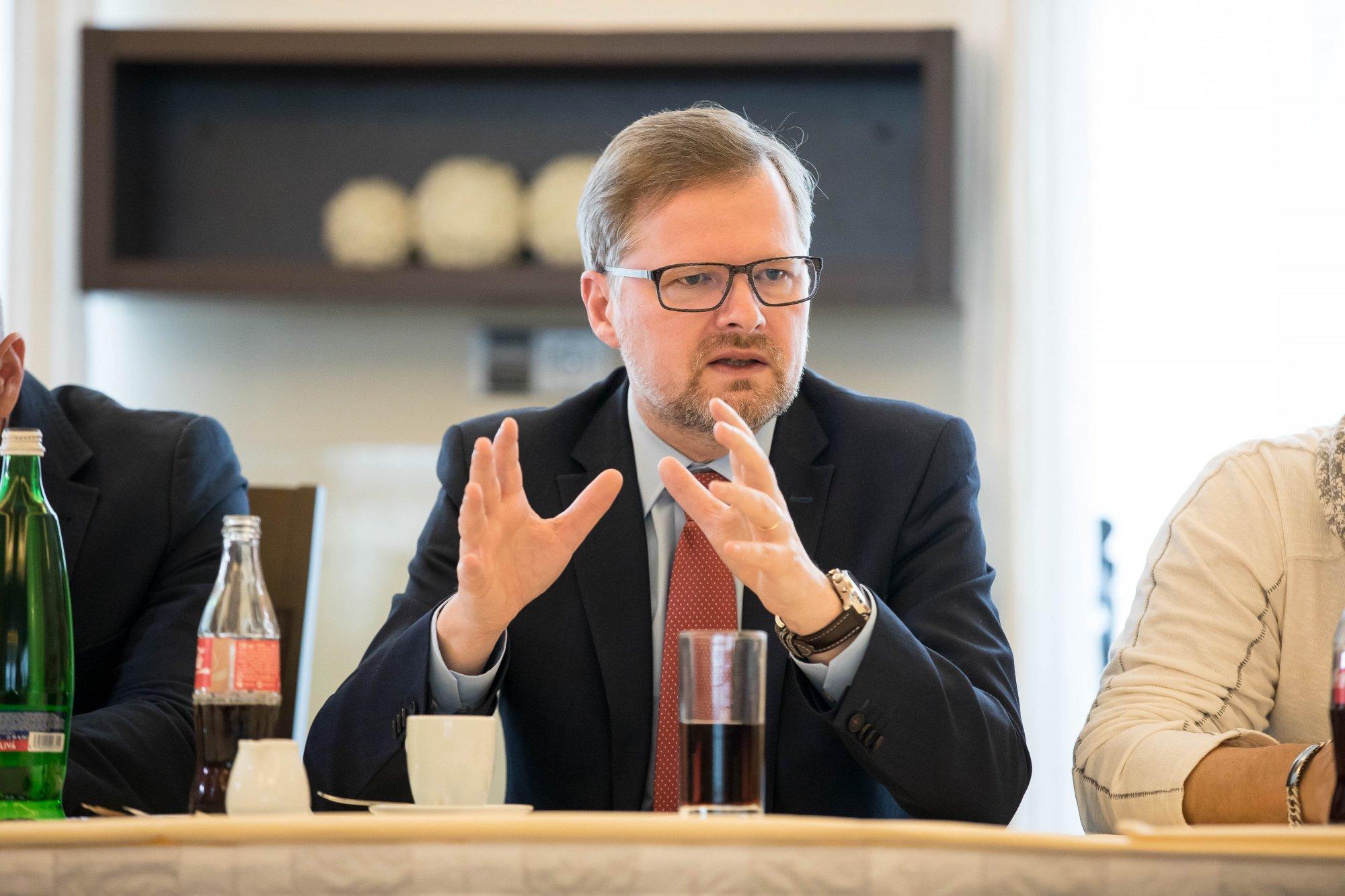 Petr Fiala: Vláda nemá šaty