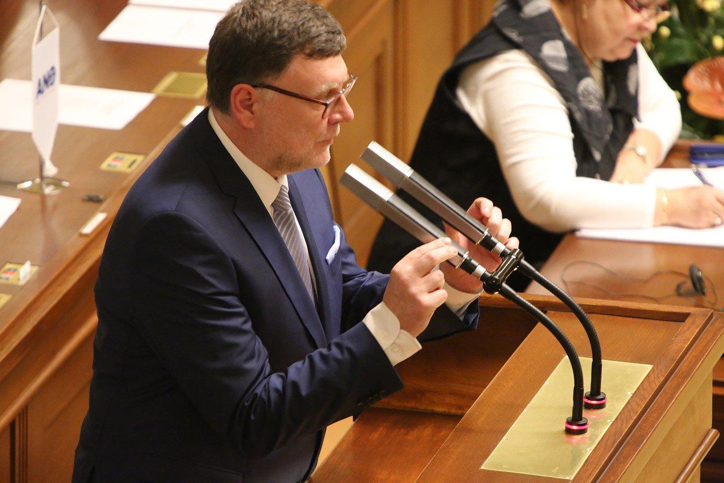 Koalice ANO, KSČM a ČSSD odmítla snížit ceny nemovitostí