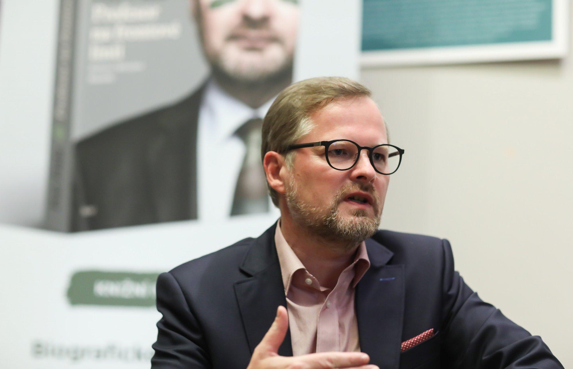 Petr Fiala: Každý, kdo komunisty pouští k moci, nás vede na cestě k socialismu