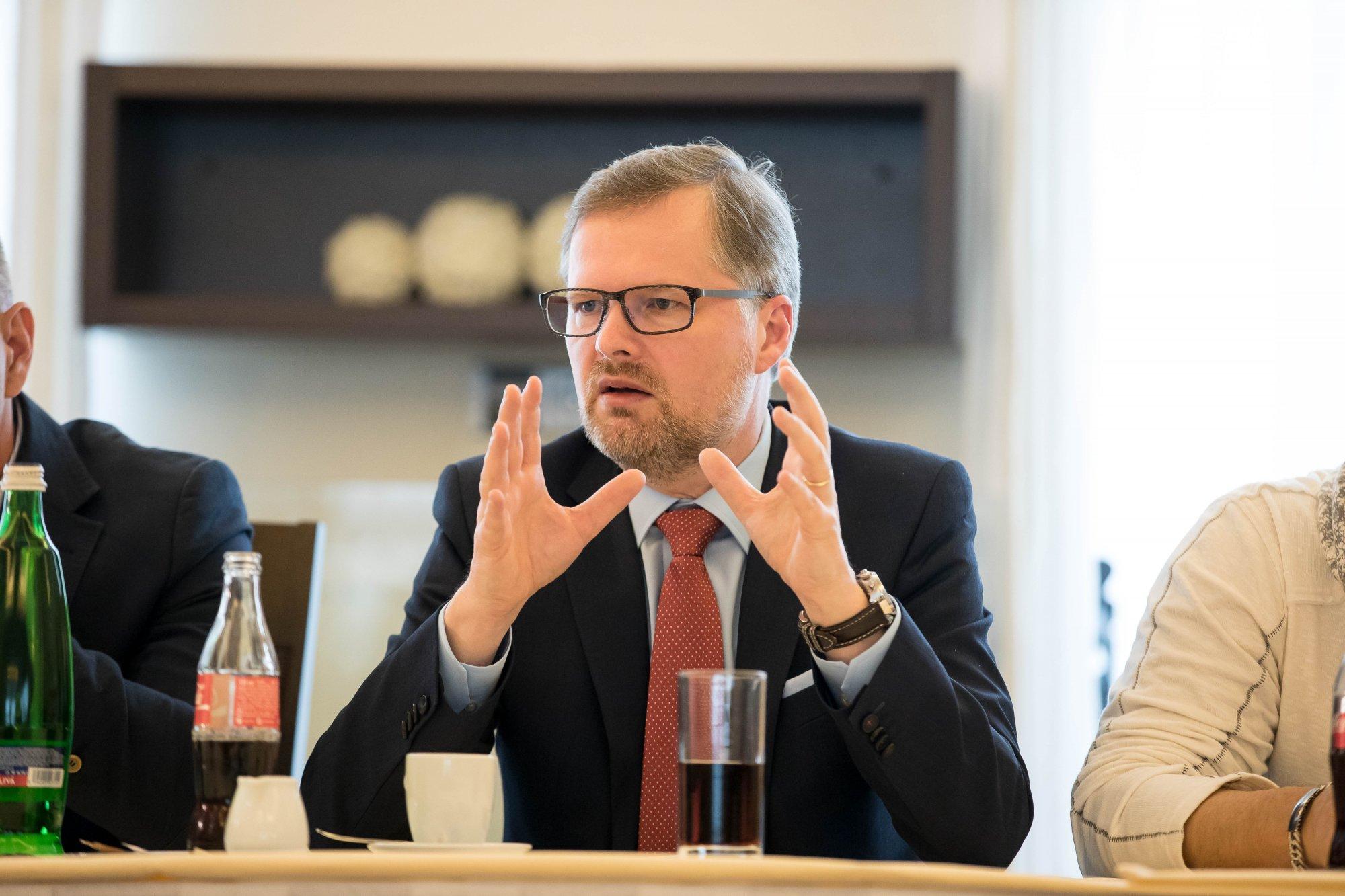 Petr Fiala: Vládě budeme ze Senátu nepochybně komplikovat život