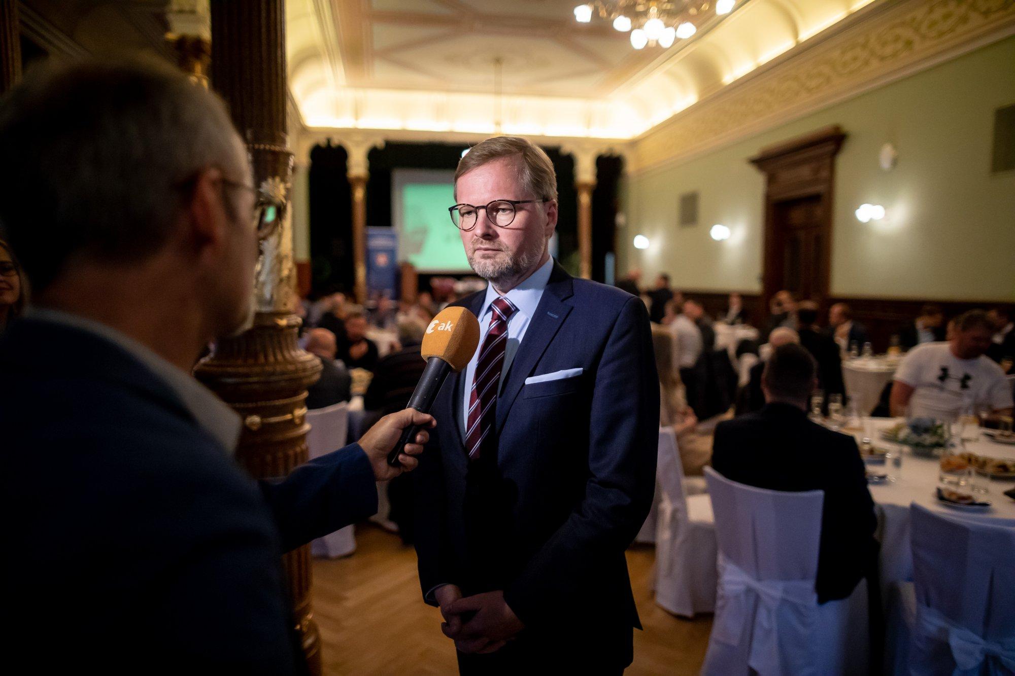 Petr Fiala: Zahraniční politika? Zeman a Babiš se chovají jako děti, kterým někdo půjčil zápalky