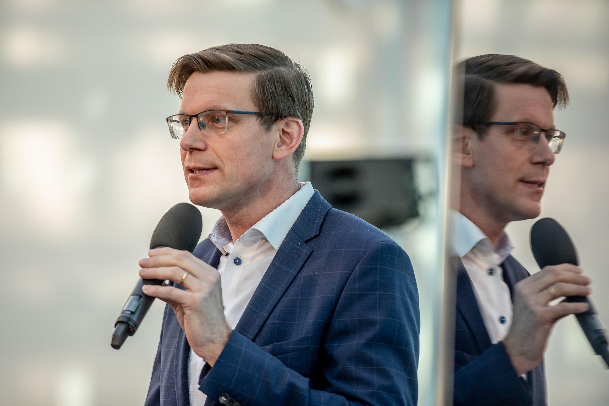 Vyjádření ministryně Novákové k cenám mobilních dat je nehorázné.