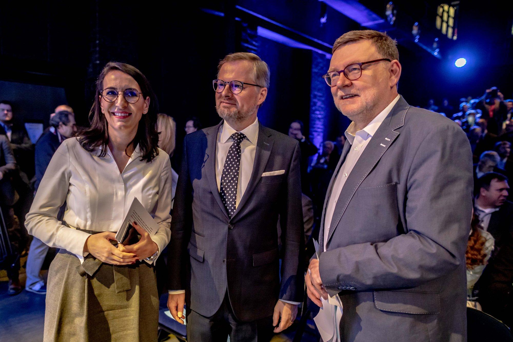 """ODS: Lidem nepomůže, když se budou ministři scházet a """"žvanit"""". My předkládáme konkrétní návrhy, které ČR posunou kupředu"""