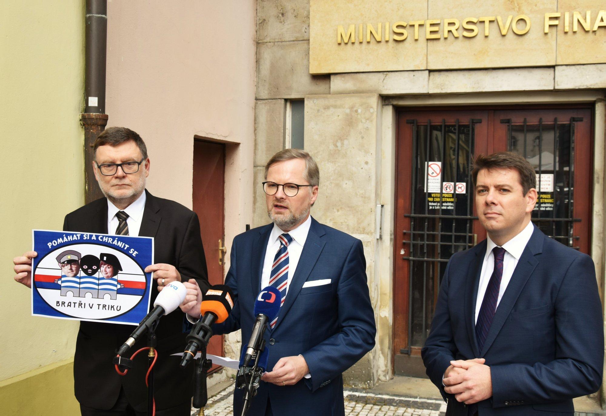 Petr Fiala: Ministryně Schillerová by měla odstoupit, aby nevznikaly pochybnosti o tom, že kryje vyšetřování moravské Cosa Nostry