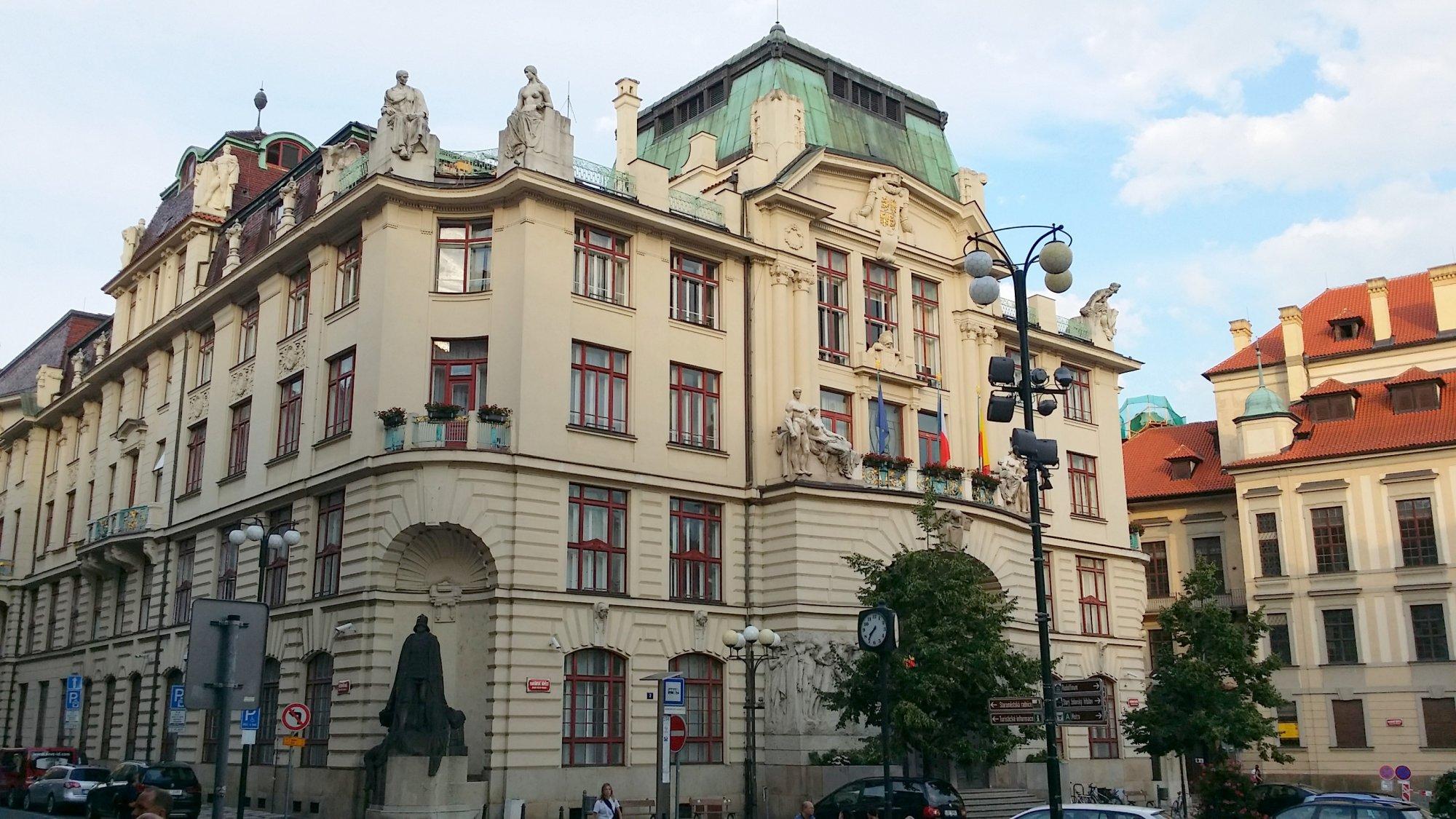 Snahu zrušit daň z nabytí nemovitosti pražští zastupitelé za ODS plně podporují.