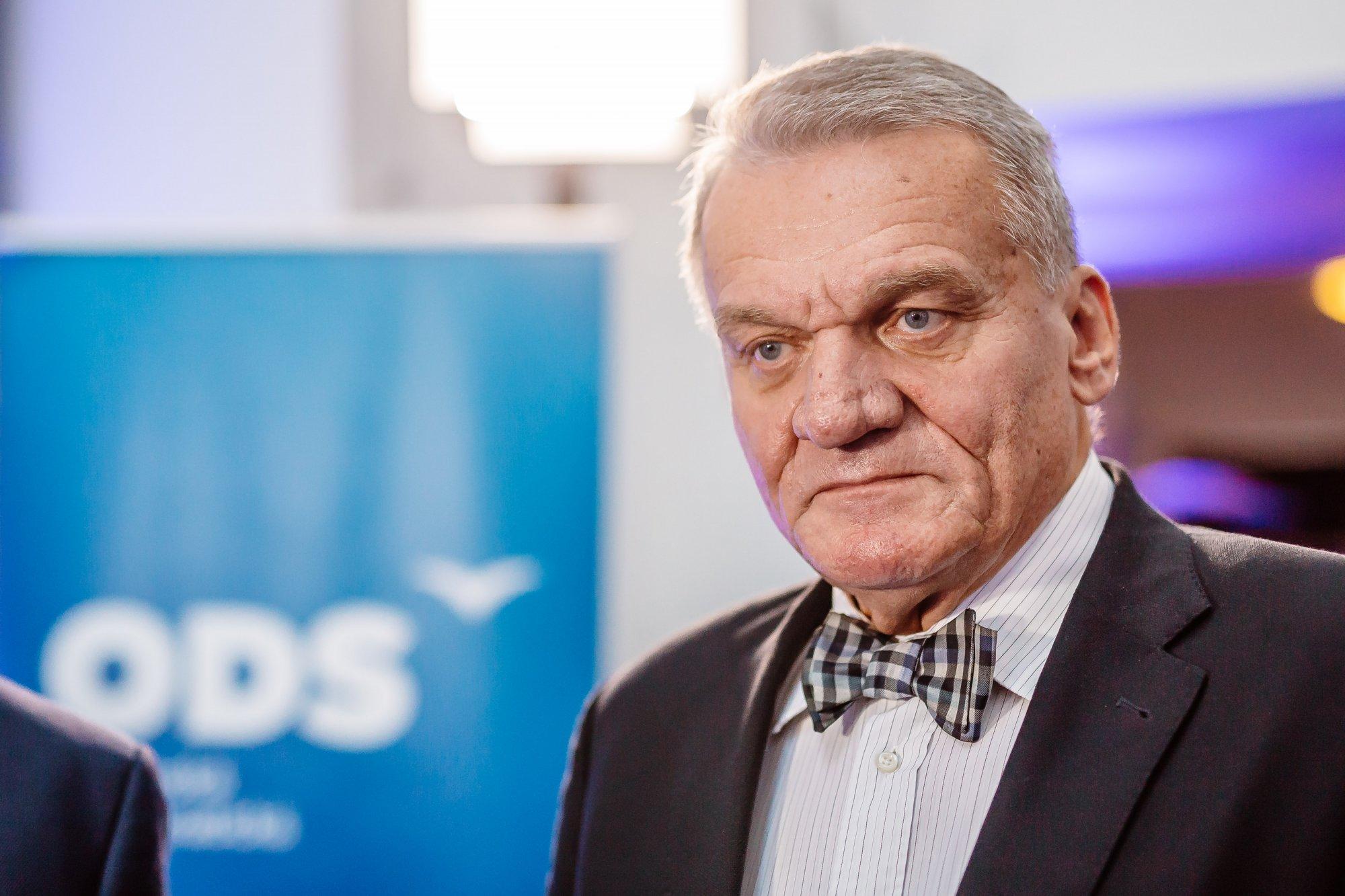 ČRo Plus: Populaci bez protilátek hrozí nové vlny onemocnění covid-19