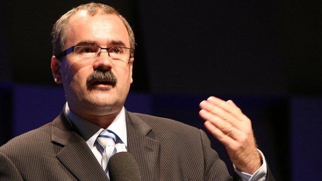 Písemná interpelace na ministra vnitra ve věci zproštění mlčenlivosti plk. Roberta Šlachty, bývalého ředitele Útvaru pro odhalování organizovaného zločinu Služby kriminální policie a vyšetřování
