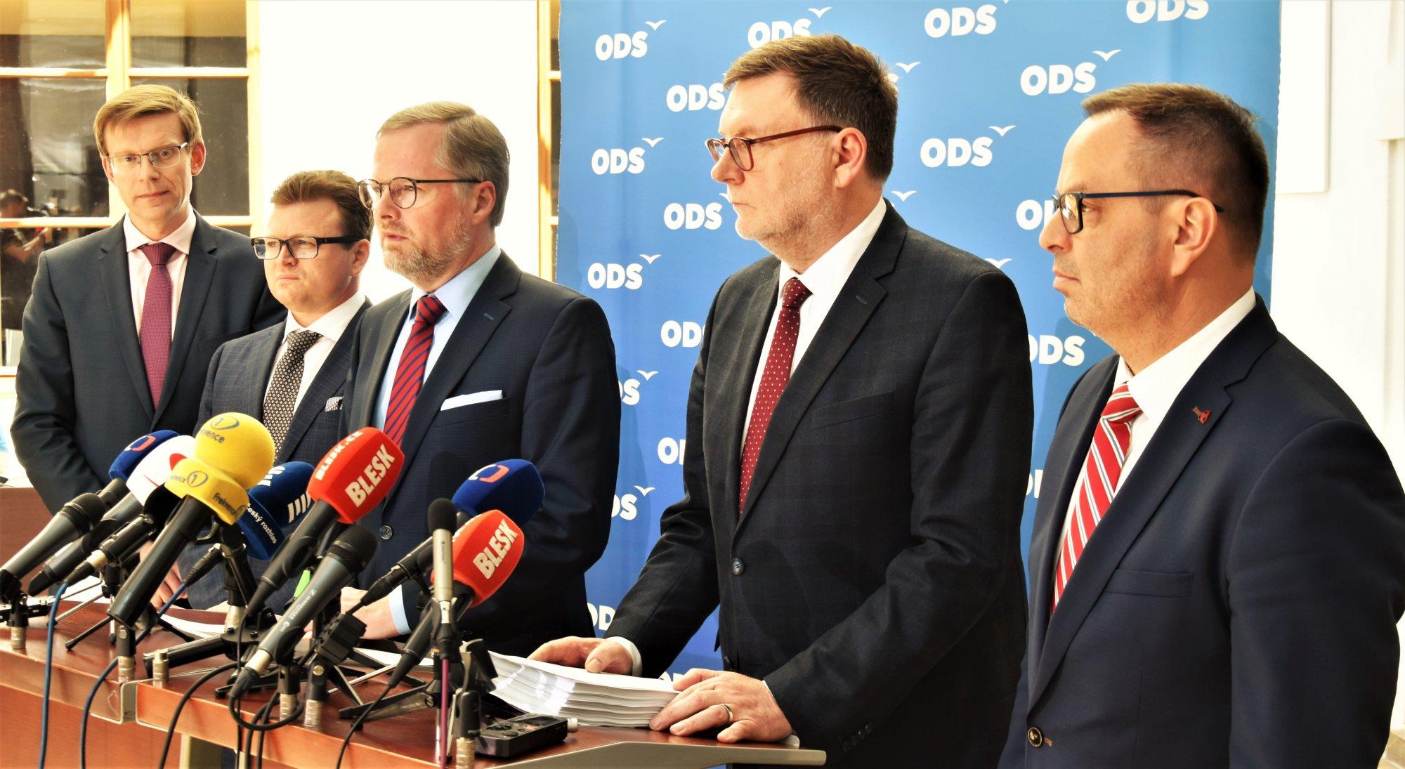ODS: Musíme pomoci podnikatelům, živnostníkům a krajům, proto jsme iniciovali mimořádnou schůzi