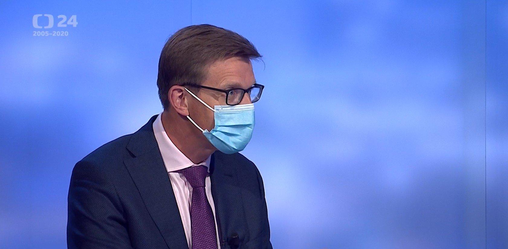 Události, komentáře: Vláda zpřísnila opatření proti koronaviru