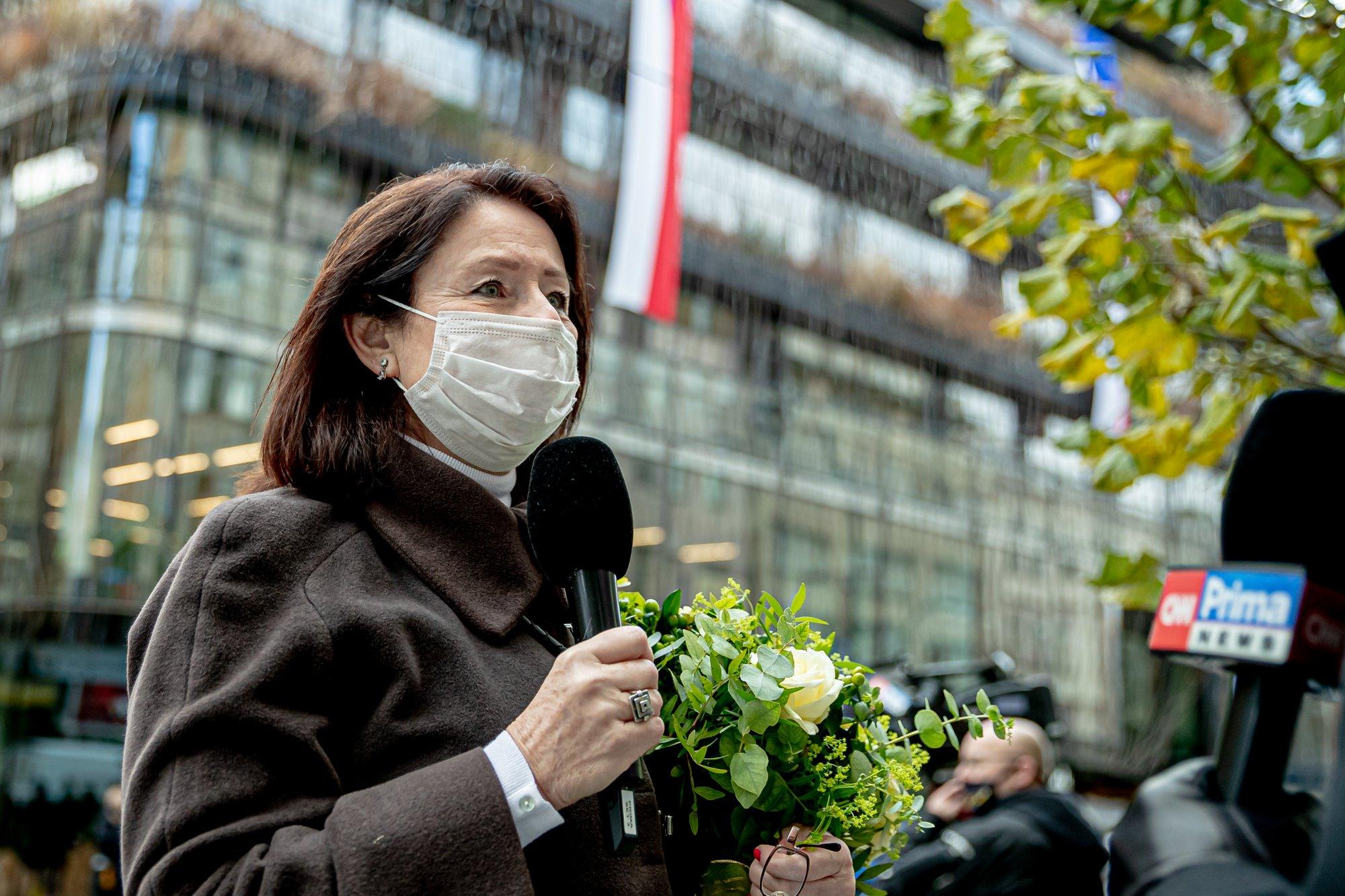 Prezident velezrazuje, premiér podvádí, Bečva je mrtvá a čínský vir k tomu