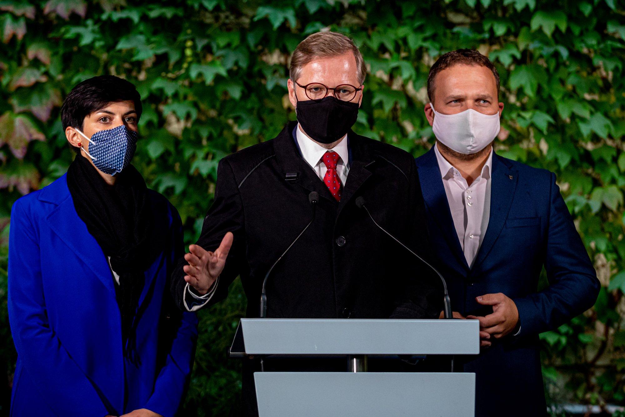 ODS, KDU-ČSL a TOP 09 chtějí ve Sněmovně prosadit odškodňovací zákon a korespondenční volbu ze zahraničí. Jednat chtějí také o očkování