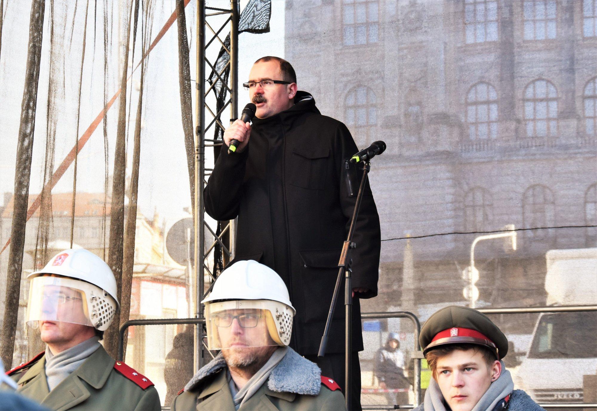 Dezinformační kanál Zeman aneb Povýší český prezident Miškina a Čepigu na generály?