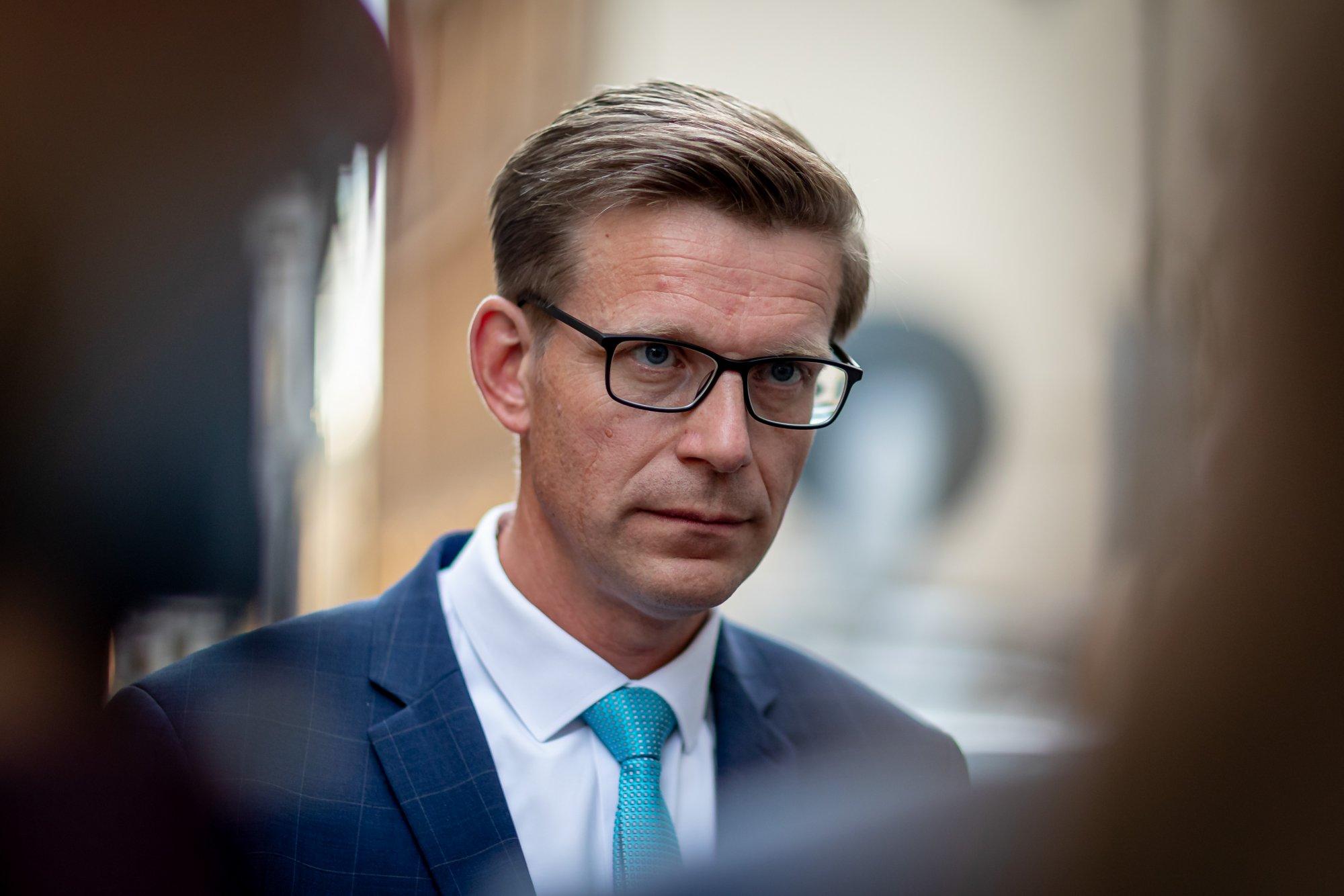Kauz kolem ministra Arenbergera bylo dost, měl by odstoupit