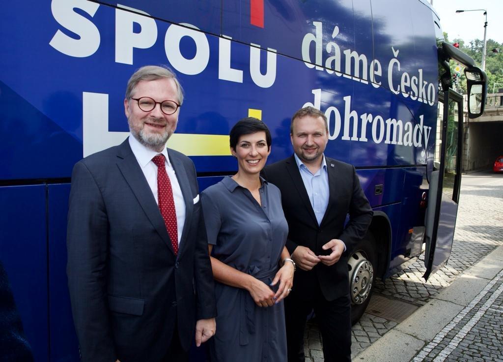 Koalice SPOLU startuje letní kampaň, chystá volební autobus a letní kina