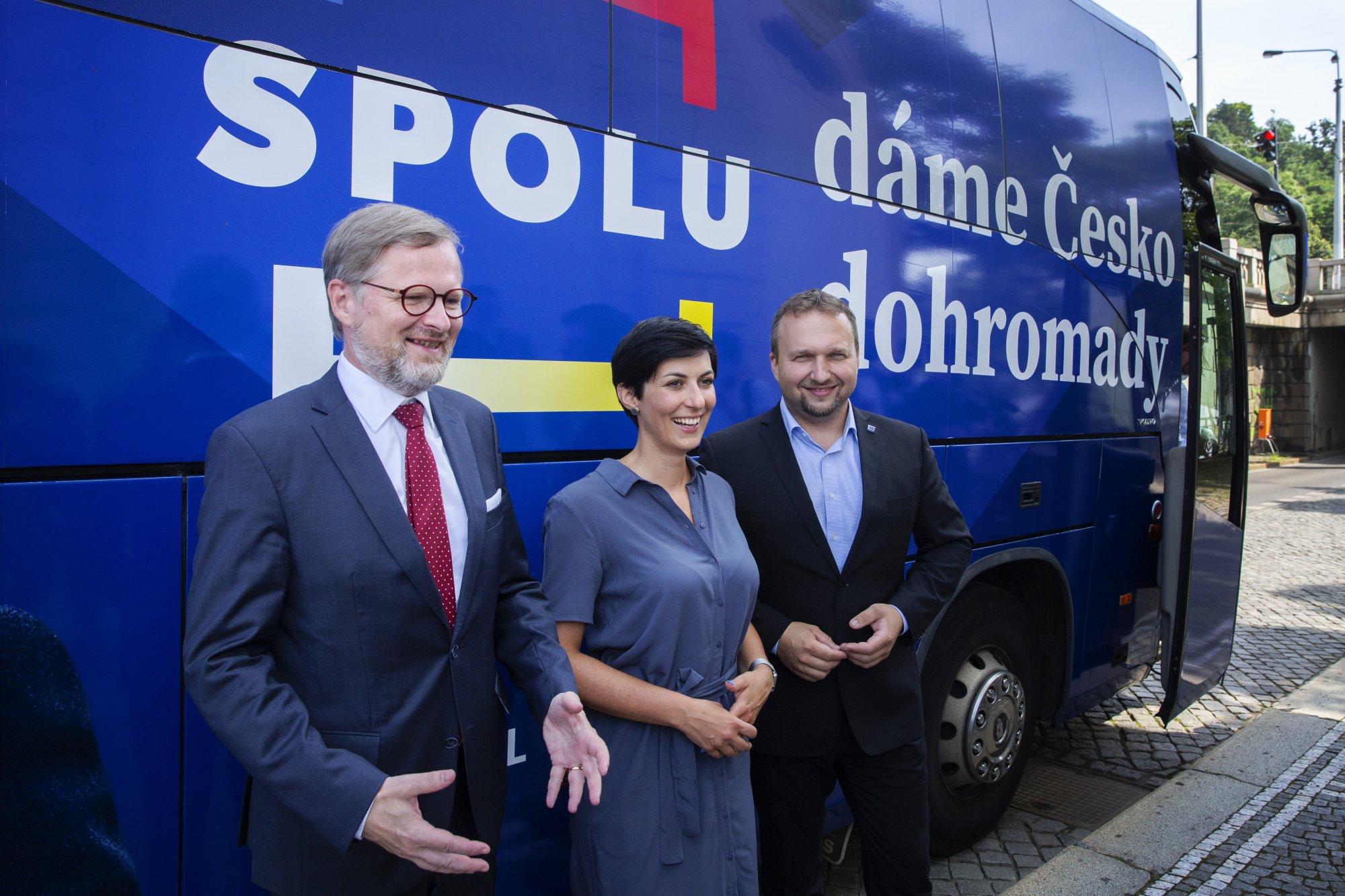 Vláda ustoupila tlaku koalice SPOLU, poslanci stáhnou návrh na mimořádnou schůzi Sněmovny