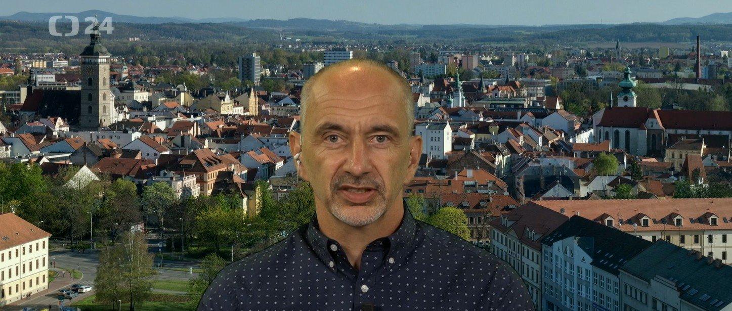 Interview ČT24: Povinnost ochrany úst pro žáky bez testu fungovat nebude