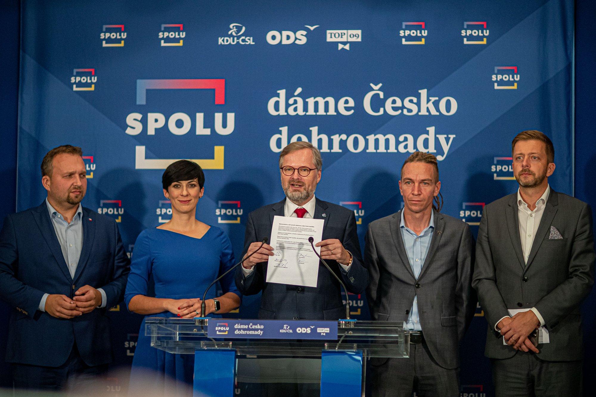 Koalice SPOLU: Podepsali jsme memorandum s koalicí Pirátů a Starostů o vytvoření většinové vlády ČR